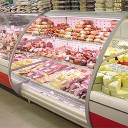 Рис. 4. Холодильные витрины в магазине